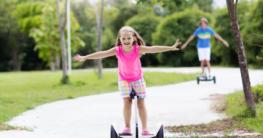 Kind auf dem Hoverboard